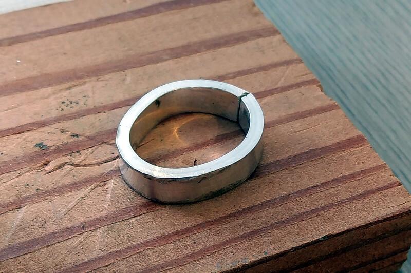 芯金で丸い形を作ります