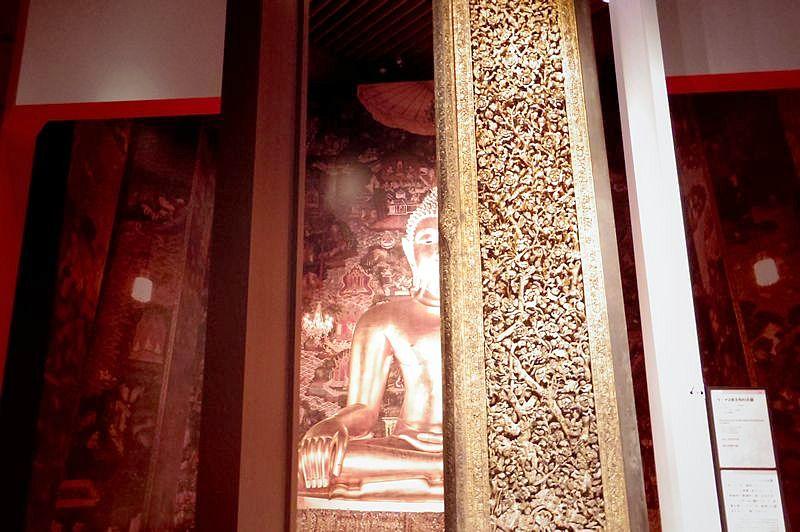 ラーマ2世王作の大扉 (九州会場の様子/筆者撮影)